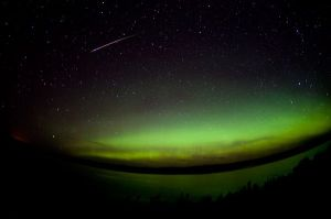 perseids-meteors-2010-aurora-borealis_24557_600x450